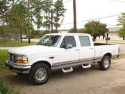 Ford F250 Ford F-250 XL Crew Cab Pickup 4-Door